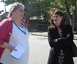 Lynne Featherstone MP visiting Bracknell Close and the surrounding area with Ms Buzzacott