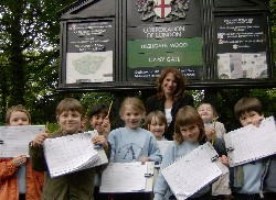 Lynne Featherstone MP spotting litter in Highgate Wood with the children from Avenue Nursery, Highgate