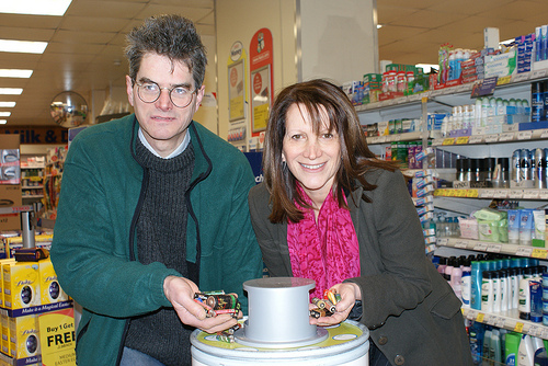 Bob Hare and Lynne Featherstone recycling batteries