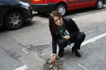 Lynne Featherstone MP inspecting a pothole on Linzee Road