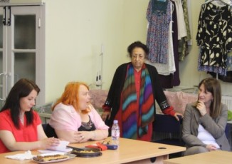 Lynne Featherstone MP discussing The JAN Trust's work with women who attend the English language class.
