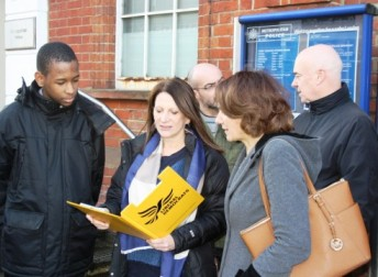 Lynne Featherstone MP discusses crime with local residents outside Hornsey Police station