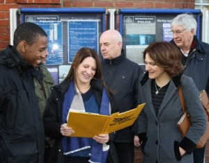 Lynne Featherstone MP and local campaigners (Michael Tiritas, Dave Beacham, Cara Jenkinson and Thomas Southern) discuss the new campaign with local residents
