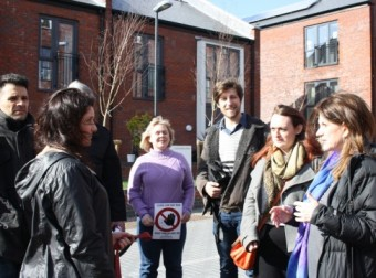 ynne Featherstone MP and local Wood Green campaigners discuss the issues facing residents on Ringslade Road.